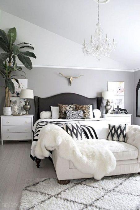 Unique white minimalist master bedroom design ideas 44