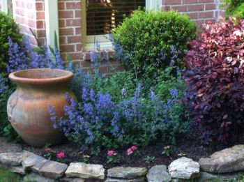Charming flower beds ideas for shady yards 45