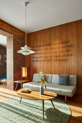 Unique mid century living room décor ideas 46