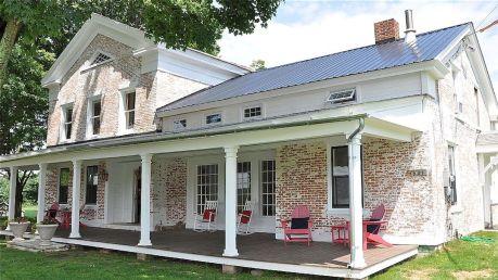 Amazing old houses design ideas will look elegant 25
