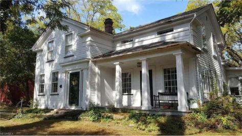 Amazing old houses design ideas will look elegant 27