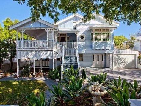 Amazing old houses design ideas will look elegant 29
