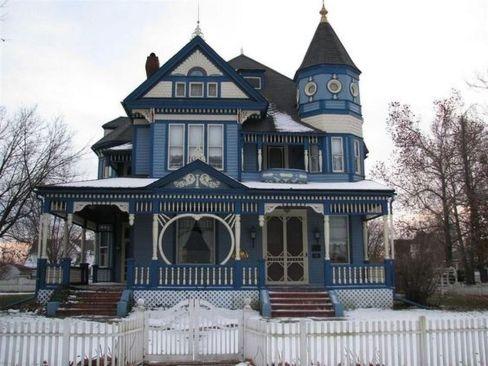 Amazing old houses design ideas will look elegant 40