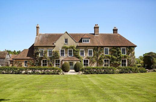Amazing old houses design ideas will look elegant 56