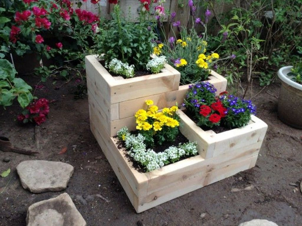 Stunning wood flower box ideas to beautify the flower decoration 32