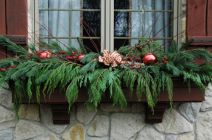 Stunning wood flower box ideas to beautify the flower decoration 35