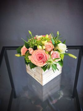Stunning wood flower box ideas to beautify the flower decoration 37