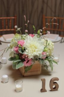 Stunning wood flower box ideas to beautify the flower decoration 44