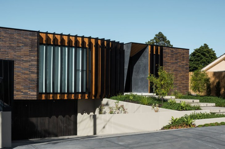 A-fabulous-courtyard-house-design-with-darks-brick-exterior-1
