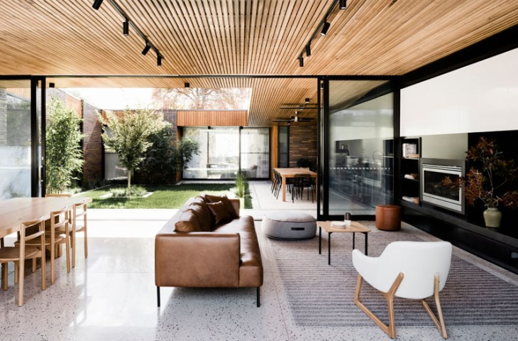 A-fabulous-courtyard-house-design-with-darks-brick-exterior-3