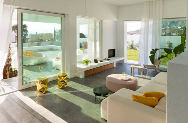 A-modern-house-with-traditional-greek-architecture-to-inspire-you-2