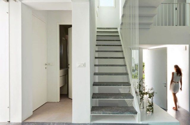 A-modern-house-with-traditional-greek-architecture-to-inspire-you-5
