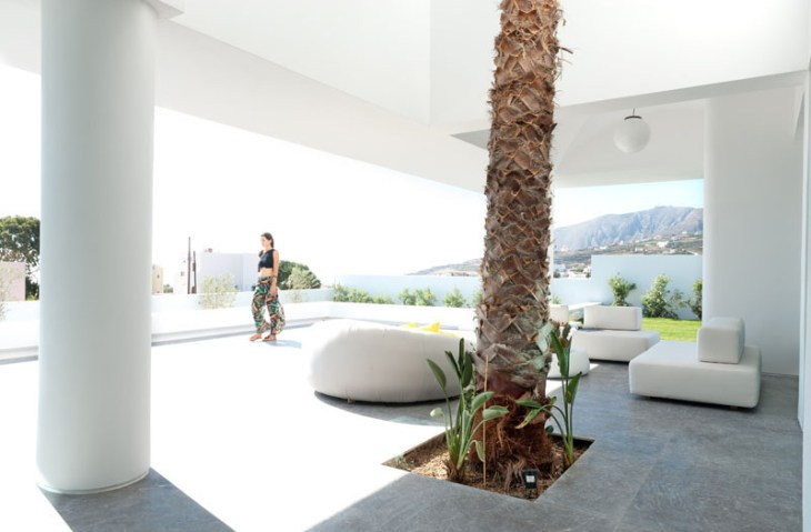 A-modern-house-with-traditional-greek-architecture-to-inspire-you-9