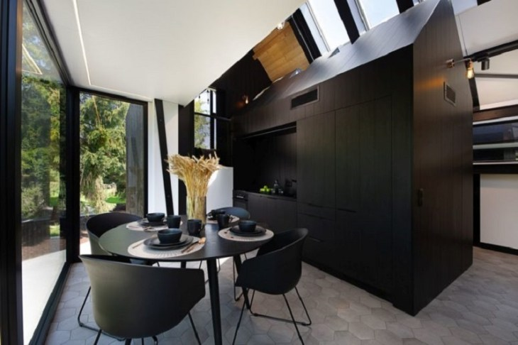 A-framed-cabin-with-contemporary-style-that-looks-dramatic-5