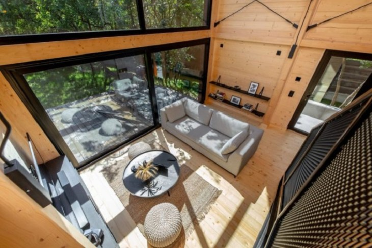 A-framed-cabin-with-contemporary-style-that-looks-dramatic-6