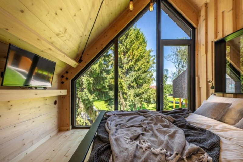 A-framed-cabin-with-contemporary-style-that-looks-dramatic-7