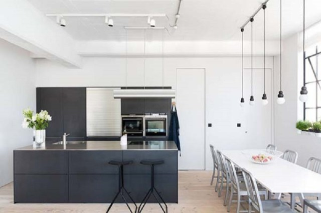 An-airy-apartment-with-industrial-features-all-around-that-will-change-your-mind-3
