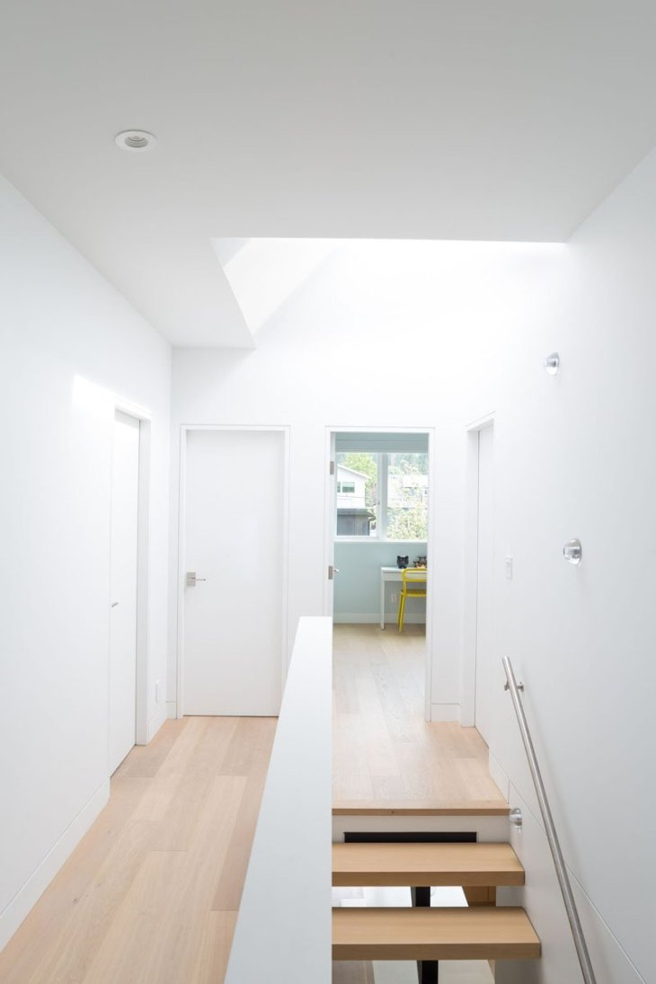 An-alluring-contemporary-house-with-a-black-facade-7