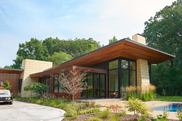 Home-design-with-different-natural-materials-to-achieve-modern-ranch-appeal-1