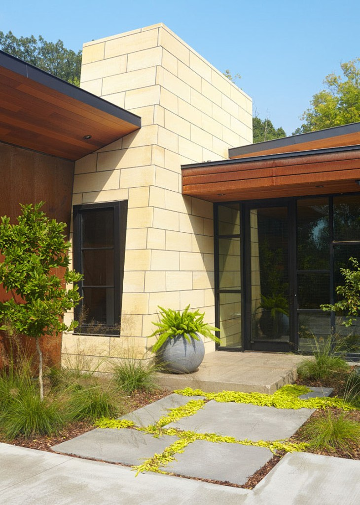 Home-design-with-different-natural-materials-to-achieve-modern-ranch-appeal-2