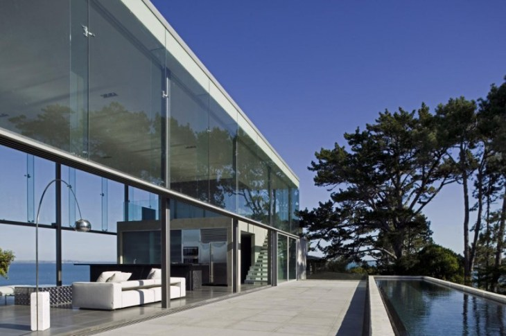 This-house-with-two-storey-glass-volume-that-could-maximize-the-views-around-2