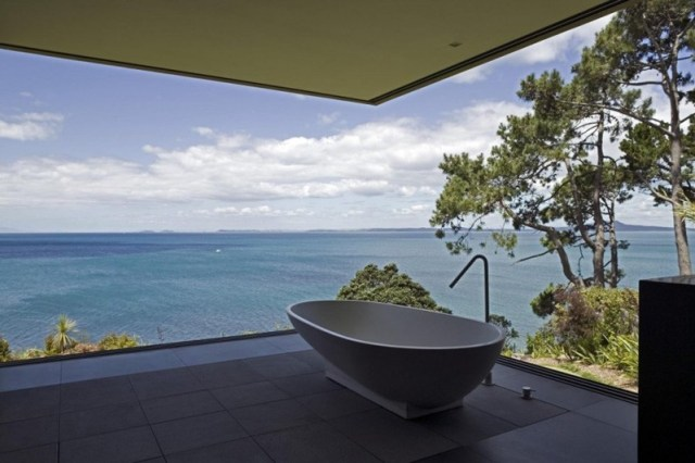 This-house-with-two-storey-glass-volume-that-could-maximize-the-views-around-7
