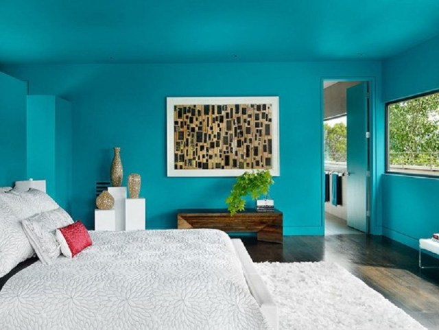Bedroom-with-bright-turquoise