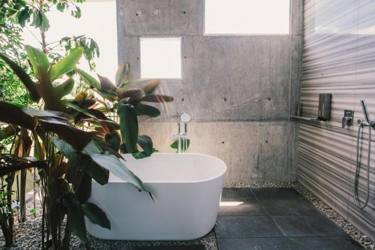 Concrete-bathroom-with-plants