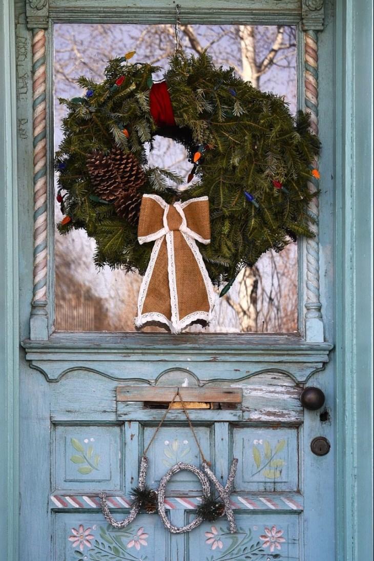 Apply-handmade-wreath
