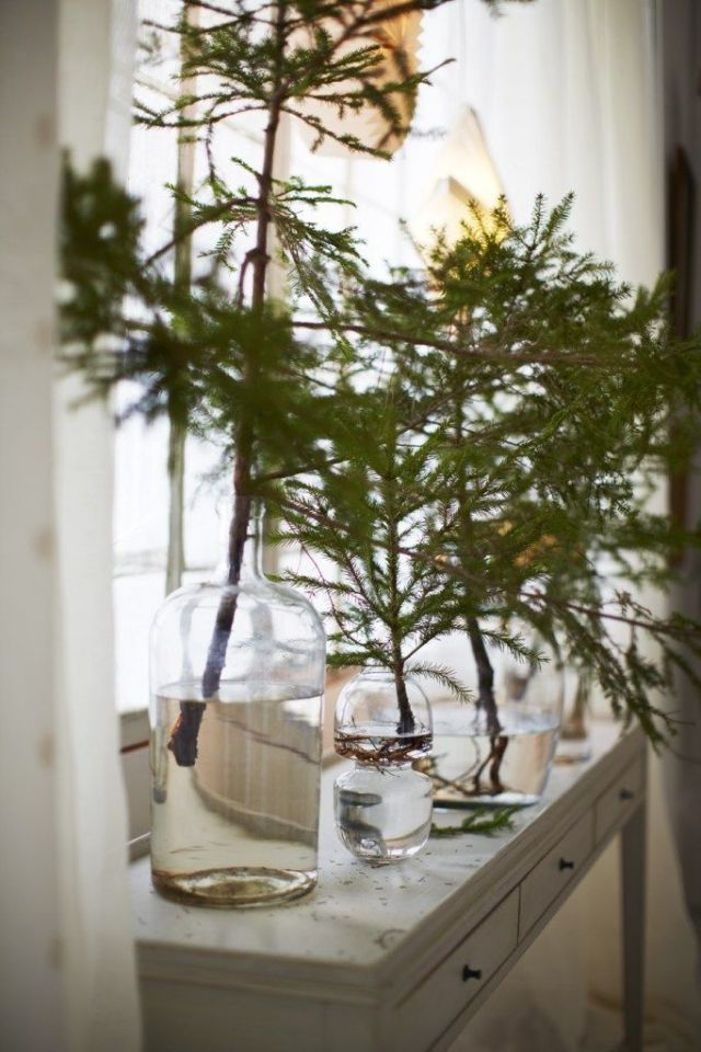 Tree trimmings winter centerpiece Easy and Gorgeous Winter Centerpieces Every Table Should Have