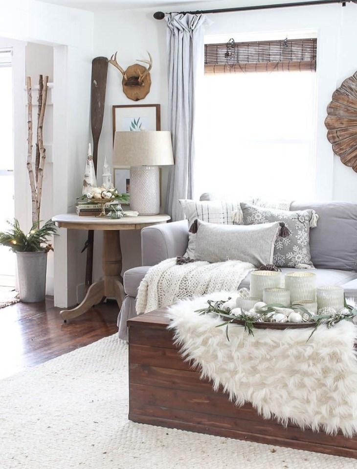 Winter wonderland white living room Sophisticated Christmas Living Room Decoration Ideas To Invite More Holiday Spirit