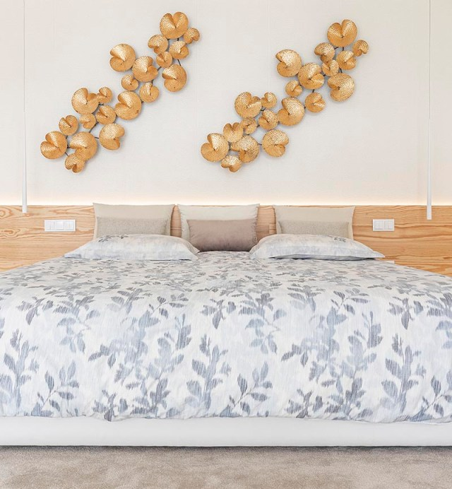 Bedroom with a wrap-around wood accent for a warm glow feeling 3