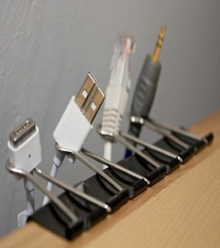Binder clips All In One Decoration Ideas To Have Everything In Your Dorm Room