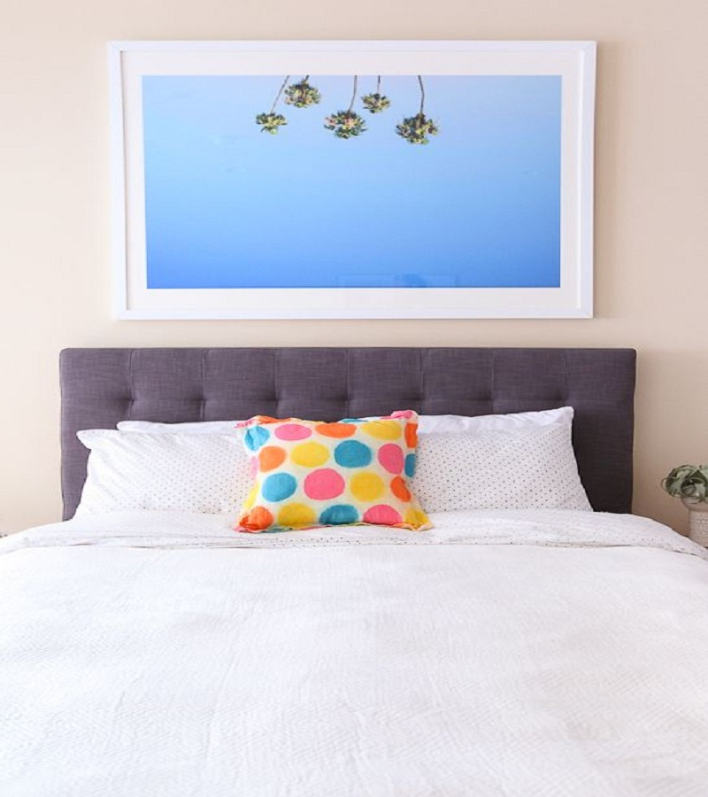 Polka dot pillow Affordable DIY Dorm Room Dcor Ideas To Have Your New Square Feels Homey