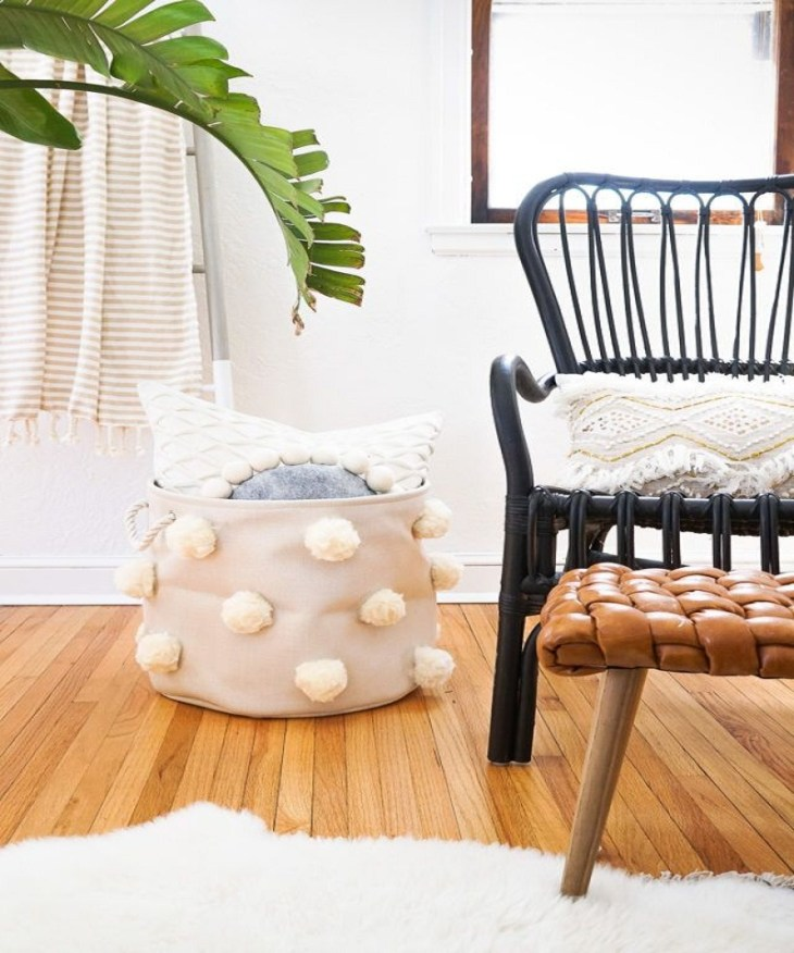 Pom pom bin Affordable DIY Dorm Room Décor Ideas To Have Your New Square Feels Homey