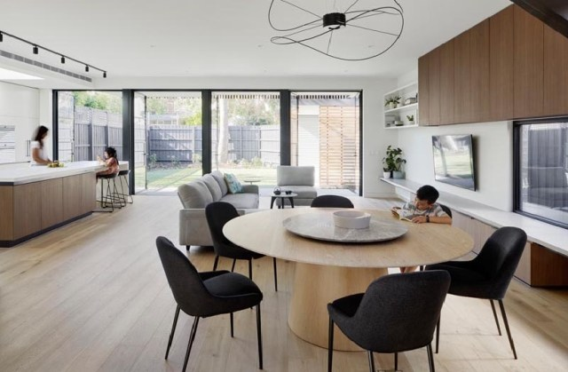 Victorian house with a double-height extension to retain the character of the period 4