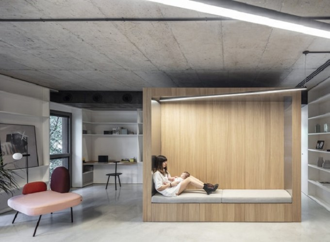 Comfy apartment design with a wooden box for a young family with kids