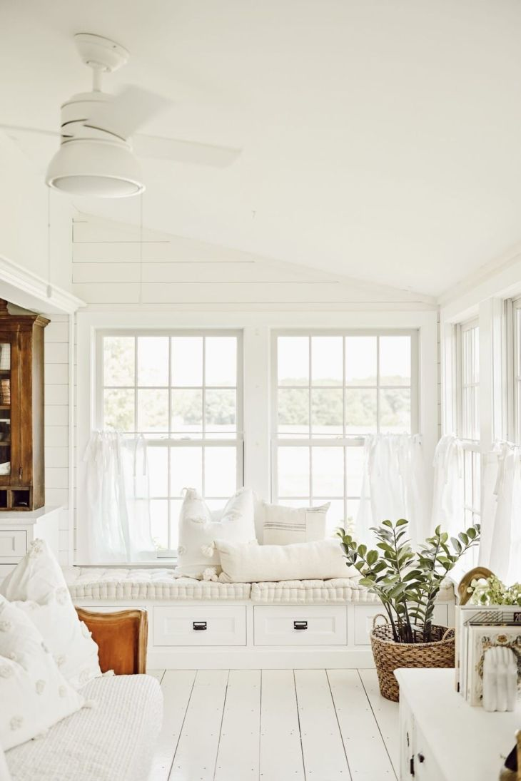 Farmhouse sunroom Fantastic Sunroom Ideas To Soak Up The Sunlight For Your Most Enjoyable Spot At Home