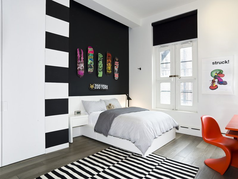 Kids' bedroom with a black accent wall