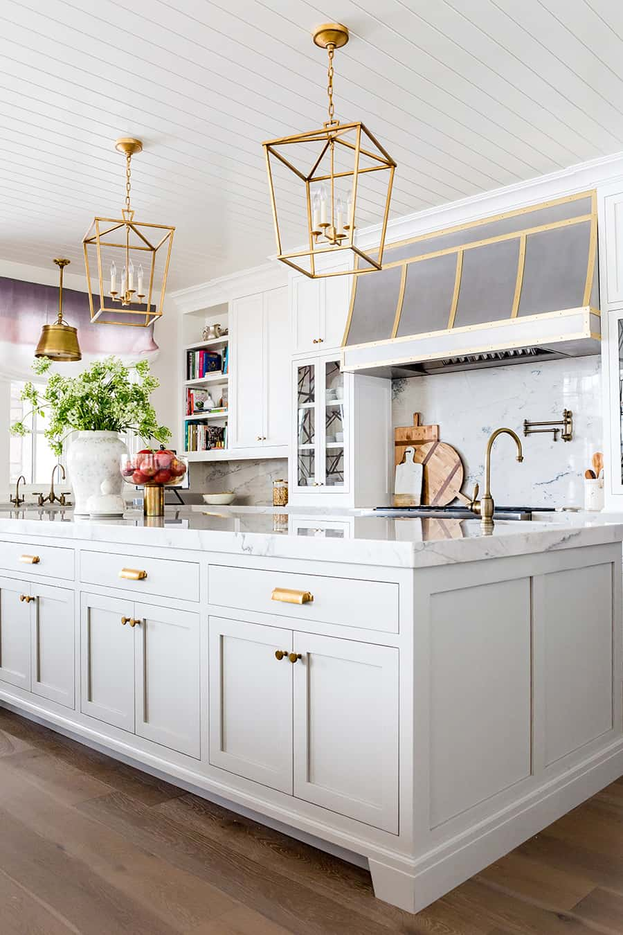 Gold kitchen fixtures Sophisticated Ways To Decorate Your Home With Gold Finish Outdated Décor