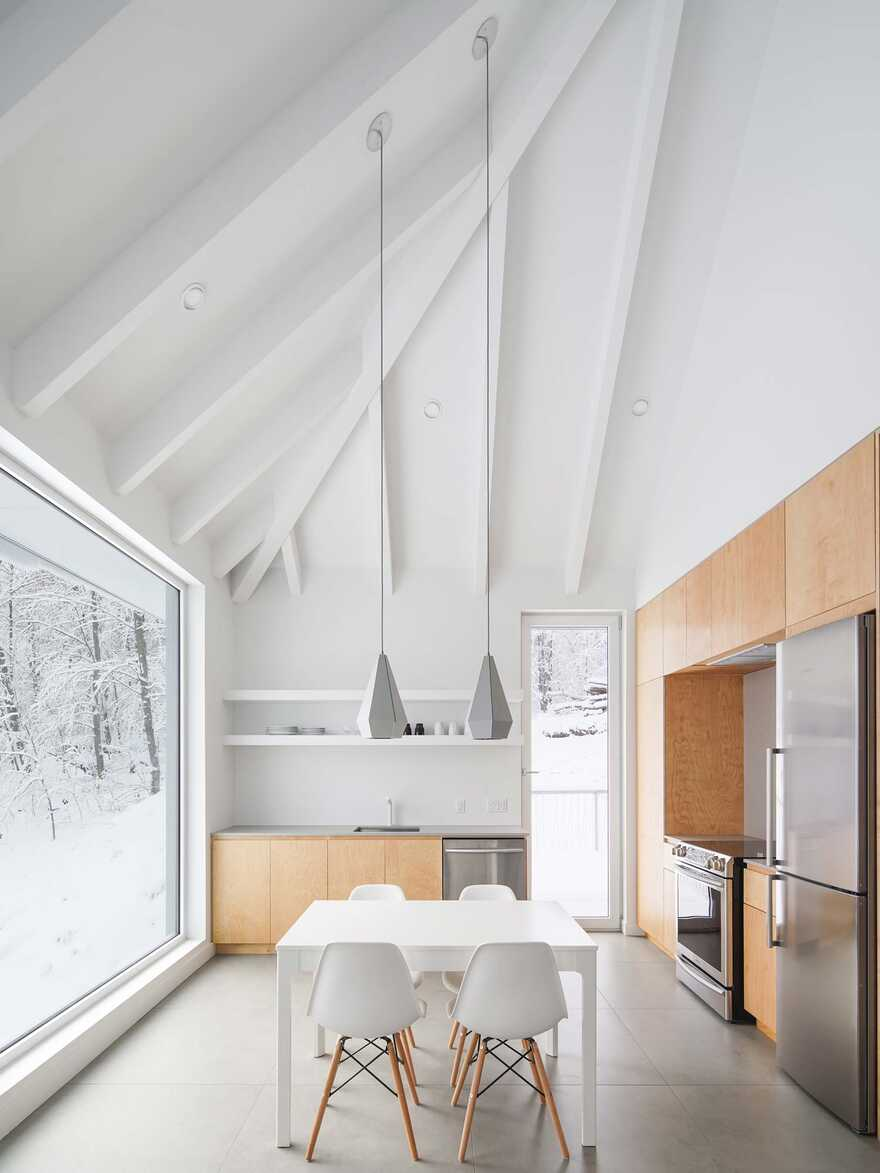Minimalist house with monolithic architecture to get rest better annd rid our stress 3