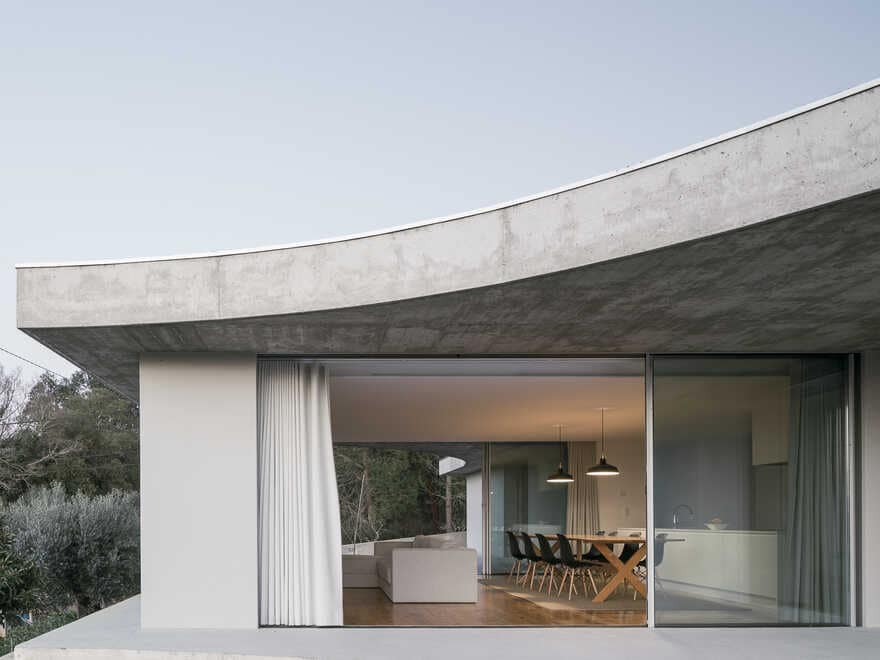 One-storey house in a small land with a slightly slope to achieve a symbiotic relationship 3