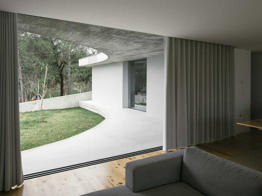 One-storey house in a small land with a slightly slope to achieve a symbiotic relationship 4