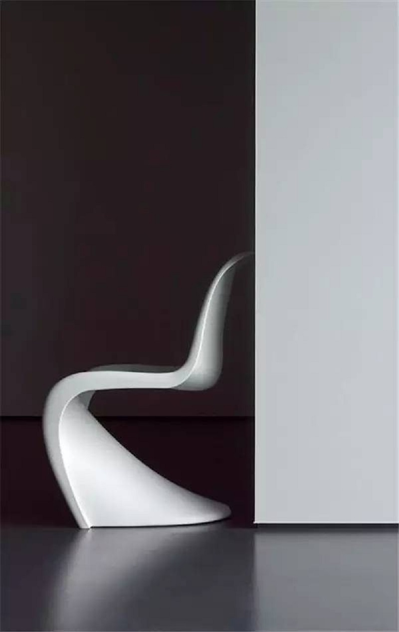 Panton s chair shaped The Most Artistic Sculptural Chairs To Add An Exhibition Touch In Your Home