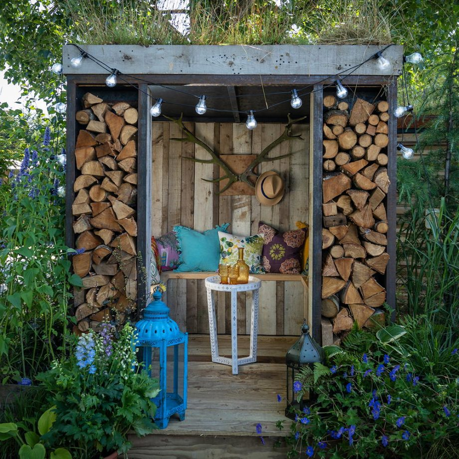 Shelter in a hidden pod Dreamiest Garden Room Design Ideas To Have A Lounging In An Idyllic Garden Retreat