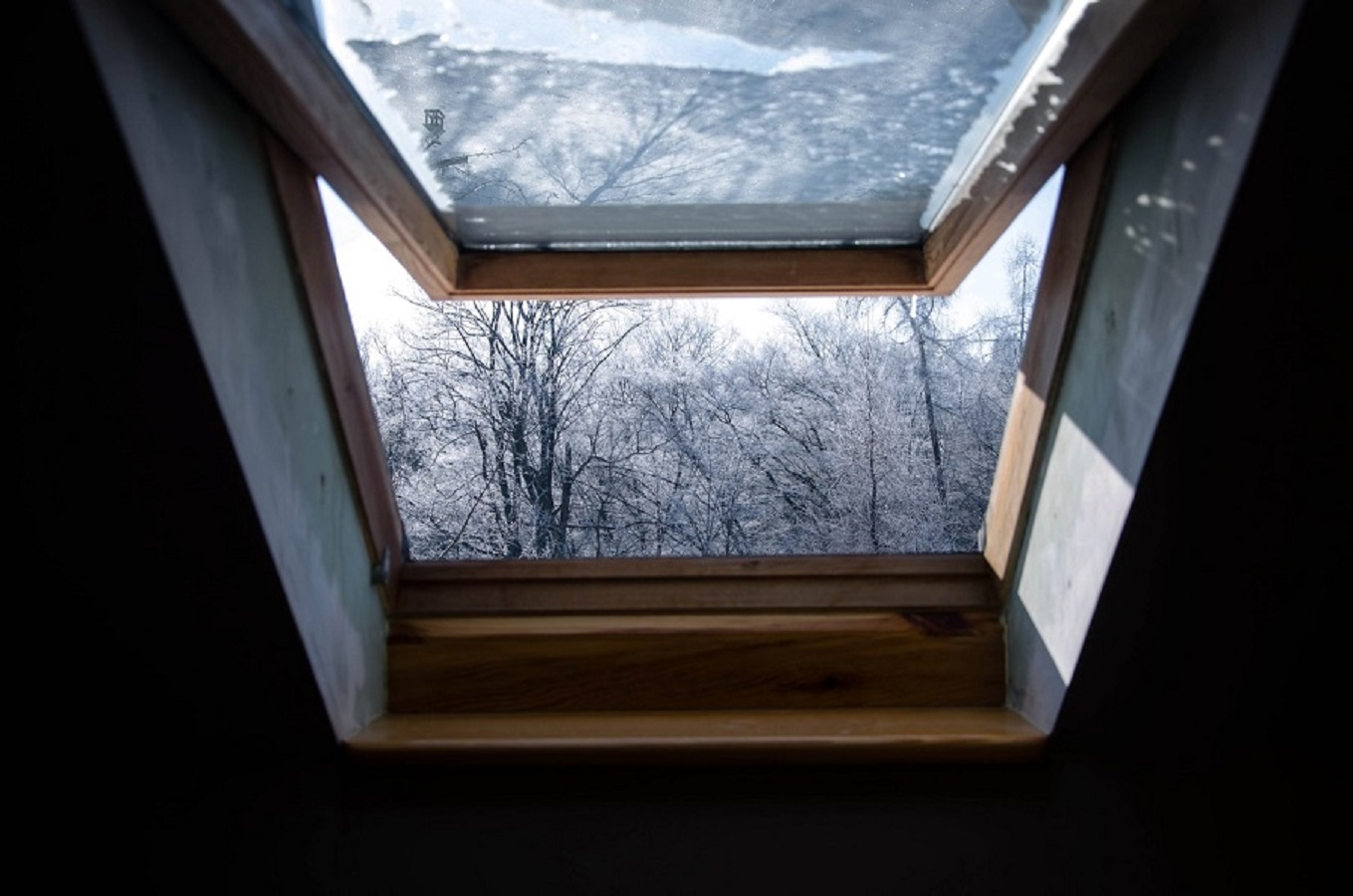 Skylights windows Renew Home Window Design To Give An Up-To-Date Look To Your Home