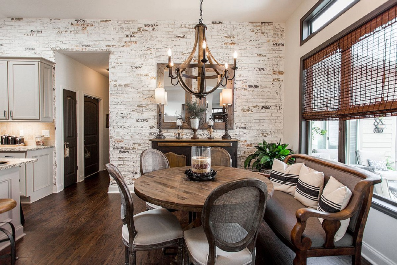 2 Magnificent White Dining Room Ideas Look Gorgeous With the Uniqueness Of Brick Walls