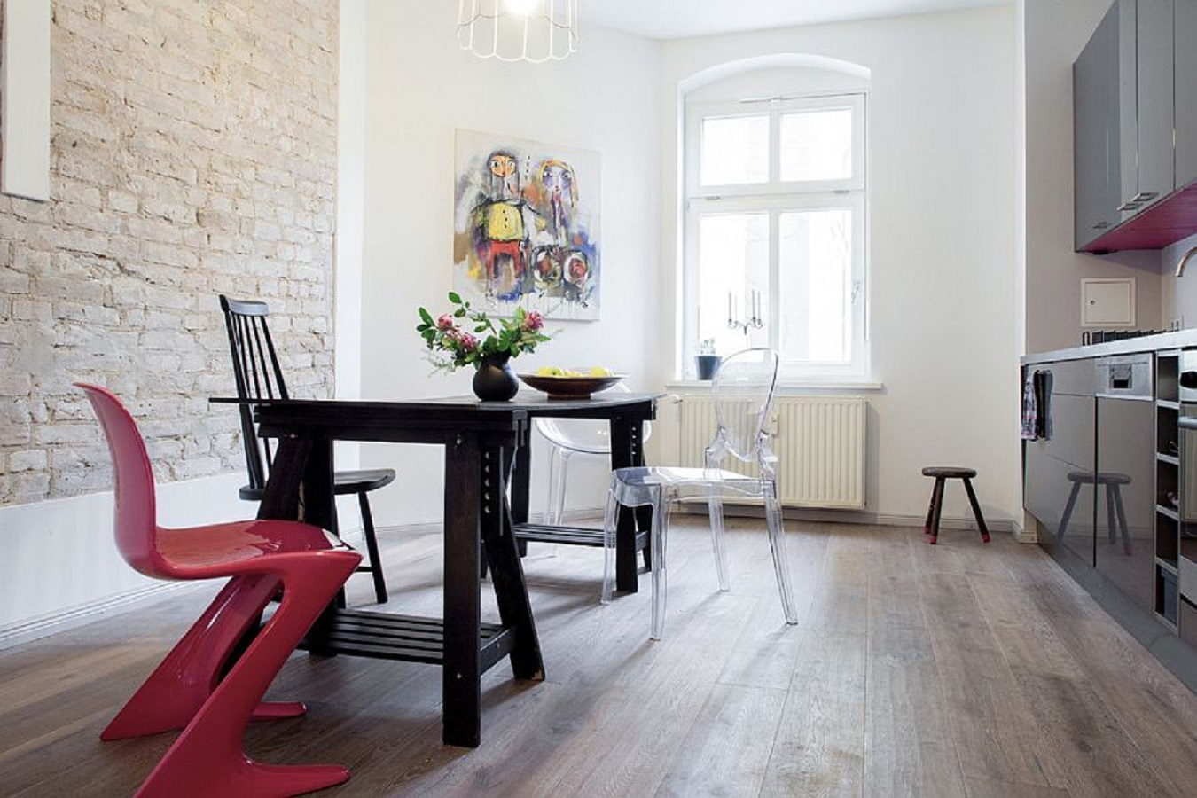 6 Magnificent White Dining Room Ideas Look Gorgeous With the Uniqueness Of Brick Walls