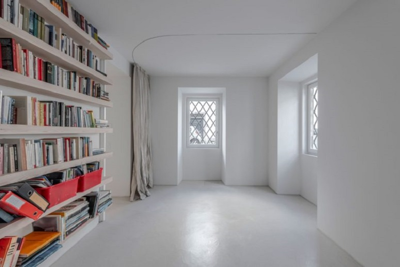 Minimalist white townhouse with sunny inner courtyard that so fabulous 7