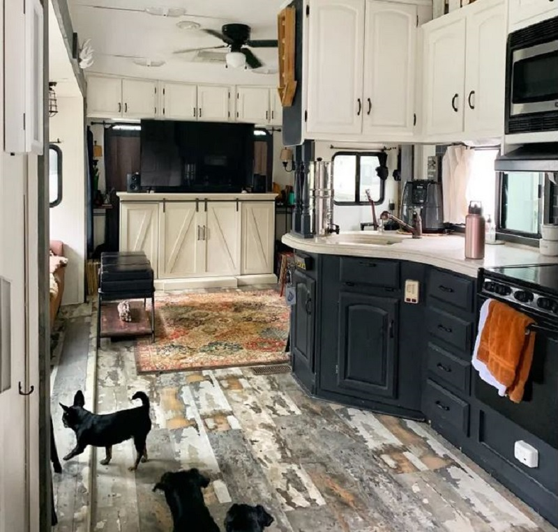 Tiny home on wheels that looks nice for a couple and three dogs 1